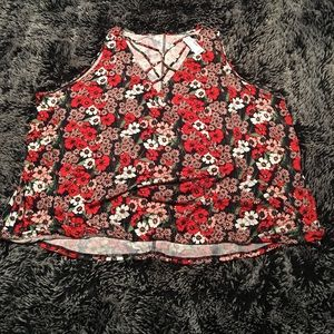 NWT Maurices sleeveless floral top. flowy front 3X